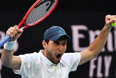 Аслан Карацев выиграл турнир в Дубае и ворвался в топ-30