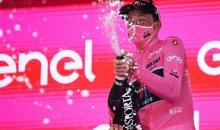 Тео Геоган Харт одерживает победу на Джиро д'Италия