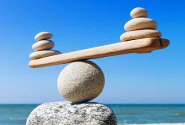 Сравнение рисков ставок с одинаковыми коэффициентами
