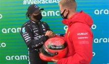 Льюис Хэмилтон получил в подарок шлем Михаэля Шумахера из рук его сына Мика