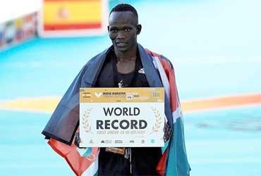 Кибивотт Канди побил мировой рекорд полумарафона в новой обуви Adidas
